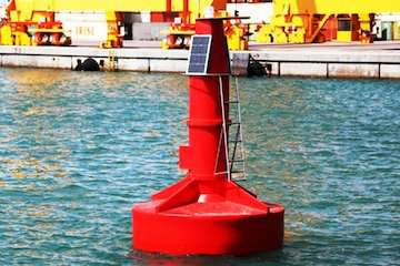 نخستین بویه اقیانوسی ساخت داخل در بندر شهید رجایی نصب شد/ خودکفایی در تولید علایم شناور دریایی/ تولید انبوه بویه از اوایل سال آینده