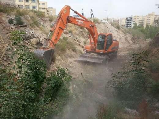لایروبی کانال البرز به منظور جلوگیری از وقوع سیلاب های شهری