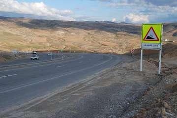 نصب نزدیک به ۵ هزار علائم ایمنی در جادههای نیمه شمالی سیستان و بلوچستان