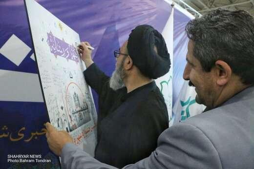 حضور امام جمعه تبریز در غرفه پایگاه خبری «شهریار»