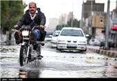 ترافیک سنگین در جاده چالوس/ بارندگی در جاده های ۱۰ استان