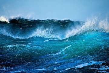 """اثرات تخریبی طوفان حارهای """"کیار"""" به سواحل ایران نمیرسد/ افزایش ارتفاع امواج طوفان در سواحل  به چهار متر"""