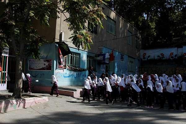 گزارش دومین مرحله اهدای لوازم التحریر به دانش آموزان مناطق کم برخوردار