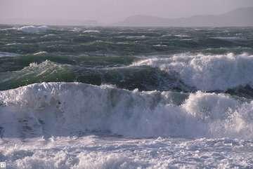 """""""کیار"""" در ۷۰۰ کیلومتری سواحل چابهار/ امواج سه و چهار متری فردا به آبهای ایران میرسد"""