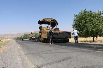 """۲ کیلومتر راه روستای آنتنی مدحوک مهرستان در قالب """"طرح ابرار"""" آسفالت شد"""