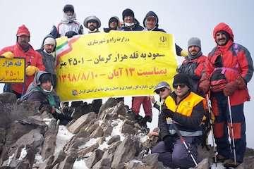 صعود تیم کوهنوردی وزارت راه و شهرسازی به قله هزار کرمان