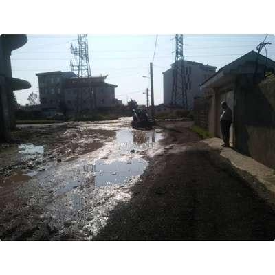 روابط عمومی 3: همسطح سازی کوچه صنعت واقع در بلوار شهید انصاری جهت جلوگیری از آب گرفتگی