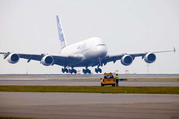 انجام ۲۳ هزار پرواز در فرودگاه امام (ره) طی شش ماه نخست سال /جابجایی ۳ میلیون و ۹۶۵ هزار مسافر