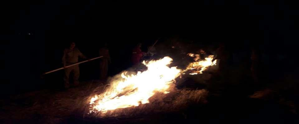 مهار سریع آتش در مرکز بازدیدکنندگان کوه خواجه سیستان