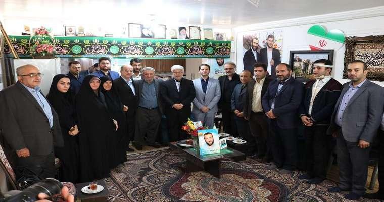 دیدار رییس و اعضای شورای اسلامی شهر با خانواده شهید سیرت نیا