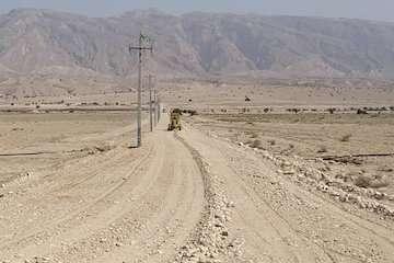 بهسازی راه روستایی احمد محمودی جویم لارستان با مشارک خیرین