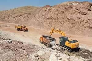 پيشرفت  30  درصدي پروژه راه سازي چشمه شيرين در محور ايلام- دره شهر