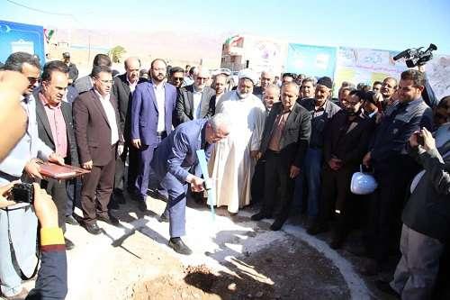 مراسم کلنگ زنی پروژه تکمیل طرح فاضلاب زرند با حضور وزیر نیرو