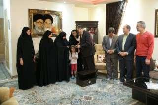 دیدار مدیر عامل شرکت برق منطقه ای زنجان با خانواده شهید ربیع جماعت