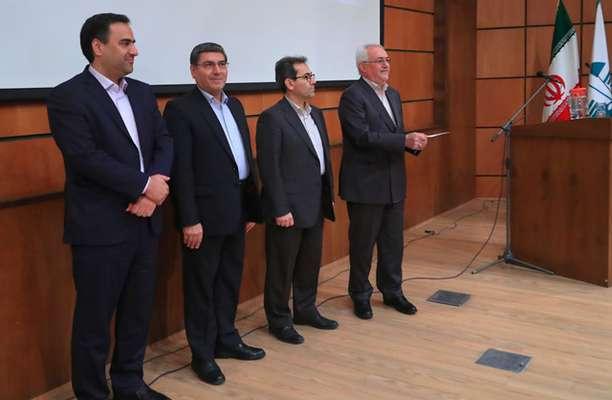 از برگزیدگان جشنواره شهید رجایی سازمان محیط زیست تقدیر شد