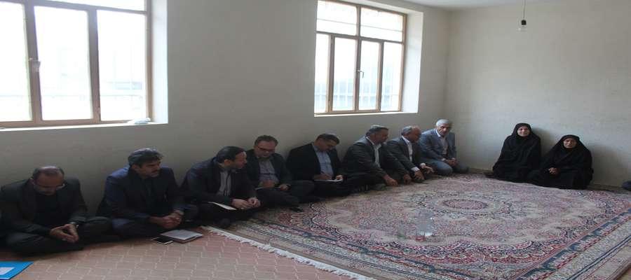 جلسه بررسی مشکلات روستای امامزاده عبداله شهرستان سرخه
