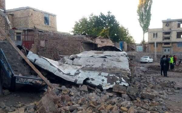 ارسال تجهیزات برای تسریع در امر آواربرداری مناطق زلزله زده استان