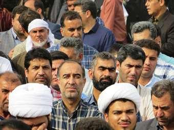 حضور گسترده کارکنان شهرداری مهران در راهپیمایی روز 13 آبان