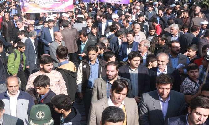 حضور شهردار و پرسنل شهرداری در مراسم راهپیمایی 13 آبان ماه