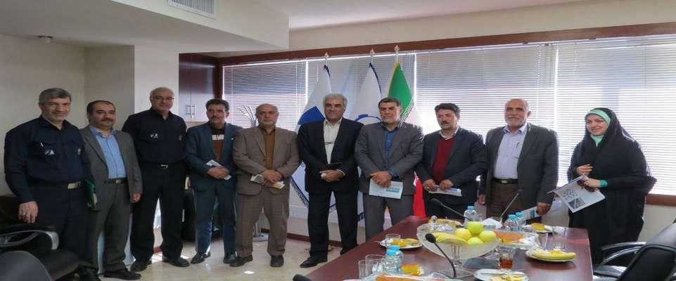 نشست صمیمی مهندس مهدلو شهردار و اعضاء شورای شهر زرند با مهندس سهراب نژاد برگزار شد .