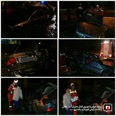 تلاش آتشنشانان در پی محبوس شدن راننده جوان خودروی سواری / آتش نشان رشت
