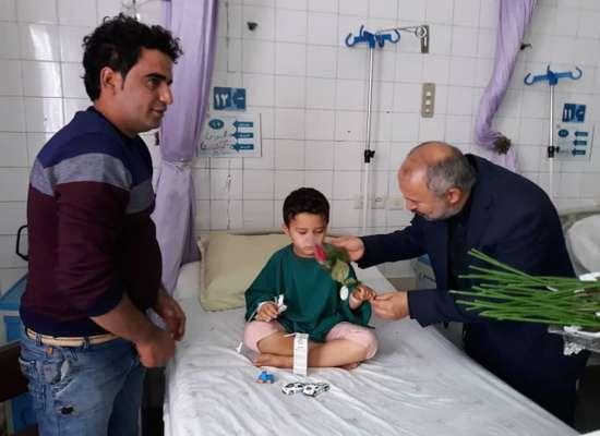 به مناسبت هفته وحدت؛ دیدار شهردار بناب با پرسنل زحمتکش بیمارستان امام خمینی (ره) و عیادت بیماران این بیمارستان+ تصاویر