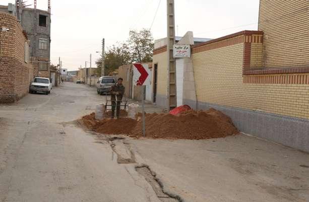 مهندس نوذری معاون فنی و شهرسازی شهرداری زرند: حفر چاههای جذبی در حال انجام می باشد .