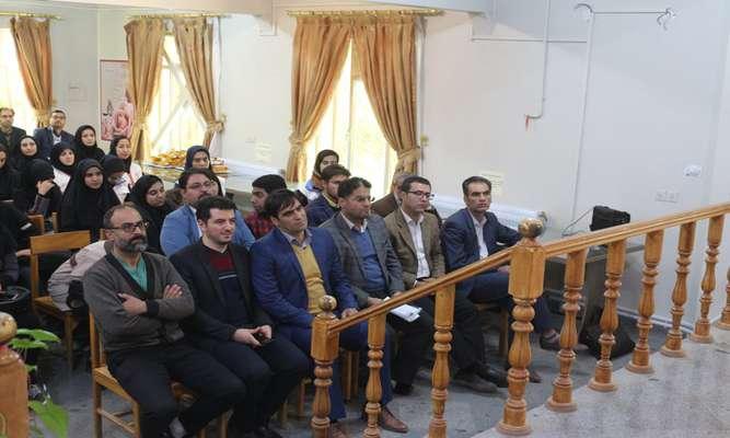 شهردار نهاوند ،اعضای شورای شهر و كاركنان شهرداری عضو كتابخانه شدند