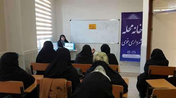 نگاهی به فعالیتها و کلاسهای برگزار شده برای خانواده ها در خانه محله شهرداری خوی