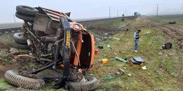 بیتوجهی راننده کامیون در عبور از گذرگاه مجاز بدون مستحفظ منجر به حادثه شد