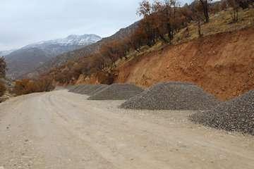 اجرای عملیات تکمیلی پروژه بهسازی جاده دره ارغوان
