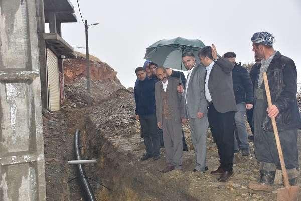 بازديد فرماندار سردشت از پروژه احداث خط انتقال آب مناطق سه راهي ژاژوكه و مجبورآباد و سه راهي مارغان