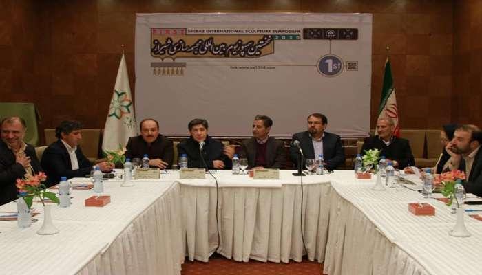 سولماز دهقانی: هدف ما از برگزاری سمپوزیوم مجسمهسازی در شیراز، تولید المانهای فاخر است