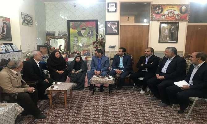 دیدار مسئولان سازمان حفاظت محیط زیست با مادر شهیدان سیف الدینی