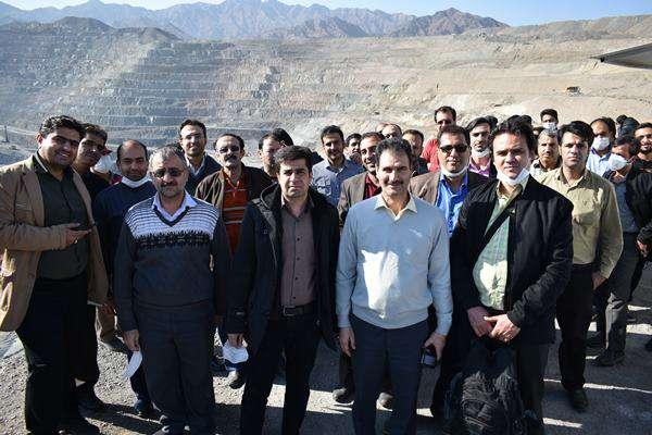 گزارش تصویری از بازدید همکاران بسیجی پایگاه شهید سامعی از معدن سنگ وآهن چادرملو