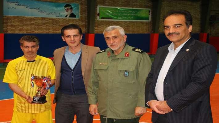 به مناسبت هفته بسیج مسابقات فوتسال با حضور ۷ تیم از معاونت های نیروگاه شهید مفتح در مجموعه ورزشی کارگران همدان برگزار شد.