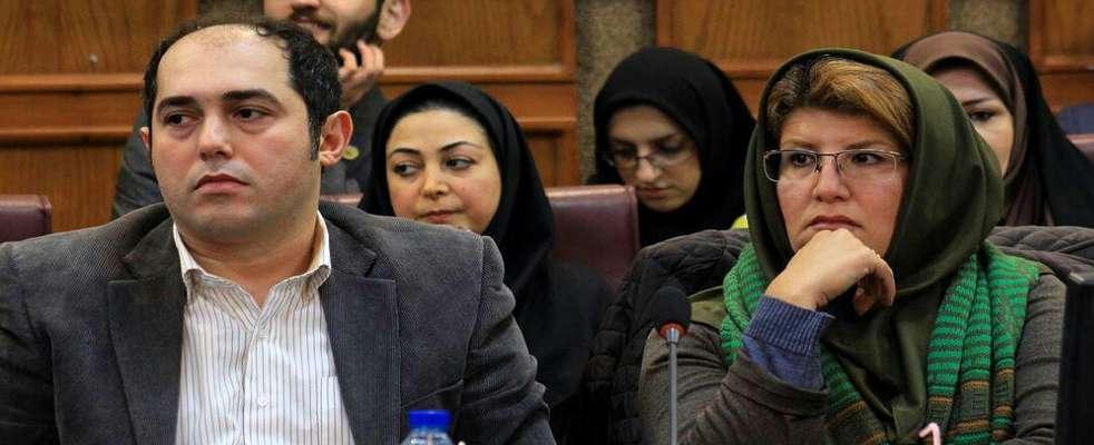 اهداء لوح تقدیر به پژوهشگران برتر حفاظت محیط زیست شهرستان رشت