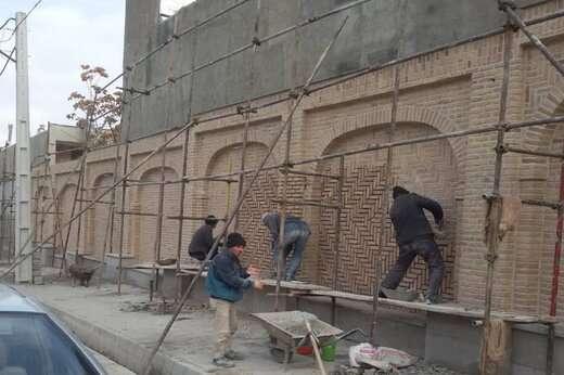 پیشرفت ۹۰ درصدی جداره سازی دیوار مسیر عطار نیشابوری