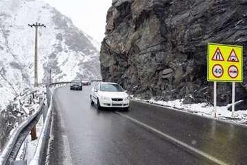 بارش برف و باران جادههای استان تهران را لغزنده کرد