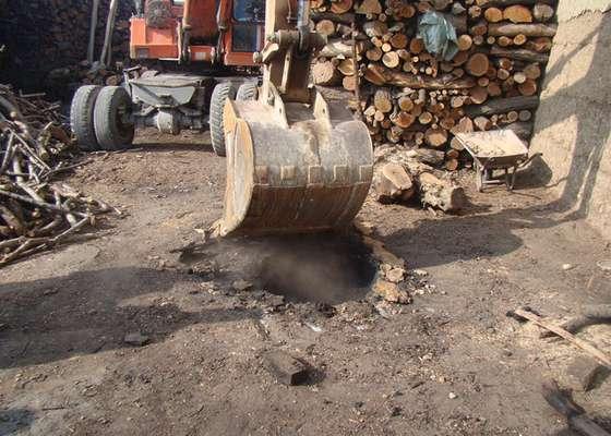 3 حلقه چاه زغال غيرمجاز در شهرستان نجف آباد تخريب شد