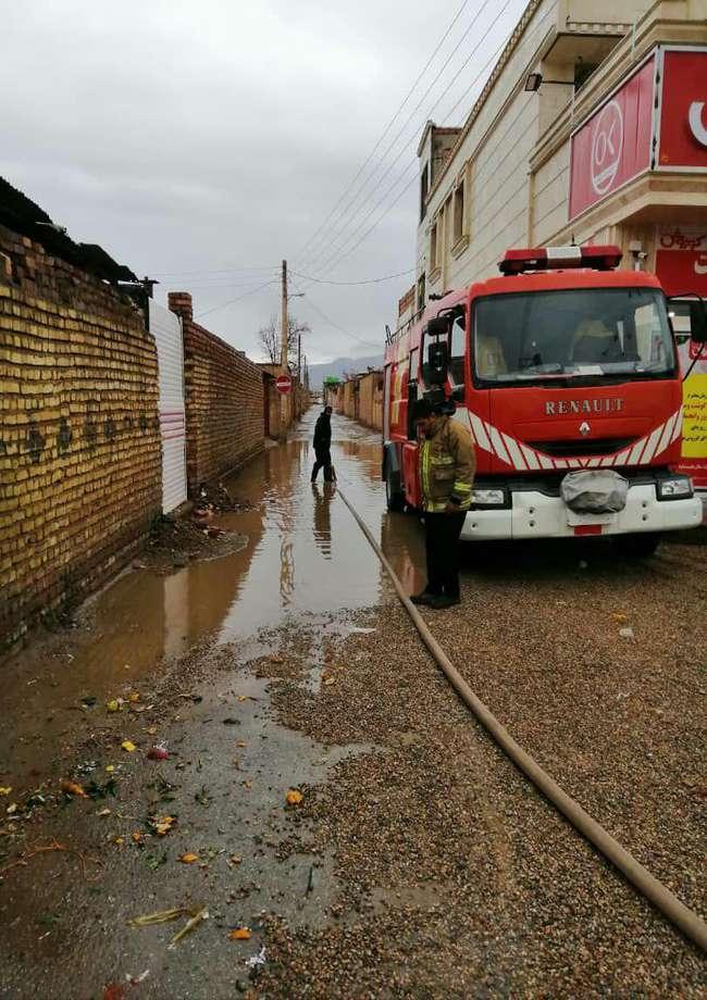 مهندس محمد رضا مهدلو شهردار زرند از جمع آوری آب های سطحی ناشی از بارندگی در سطح شهر خبر داد.