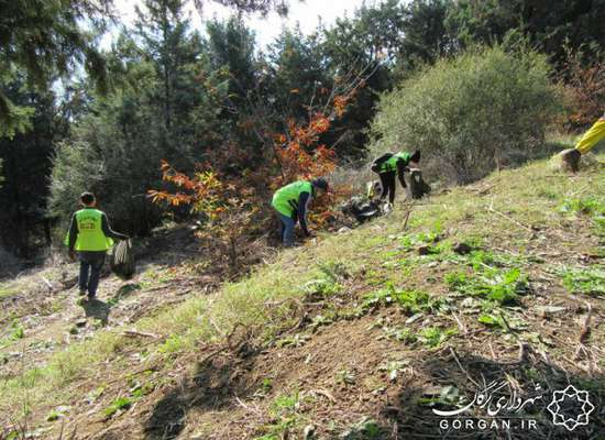 پاکسازی منطقه گردشگری «هزاپیچ» گرگان با مشارکت یک سازمان مردم نهاد