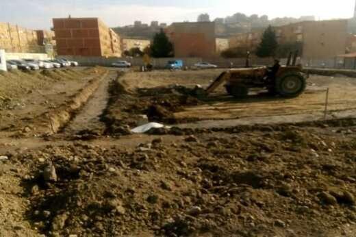 اجرای عملیات تسطیح و رگلاژ پروژه زمین فوتبال واقع در ضلع شمالی ائل ایستین