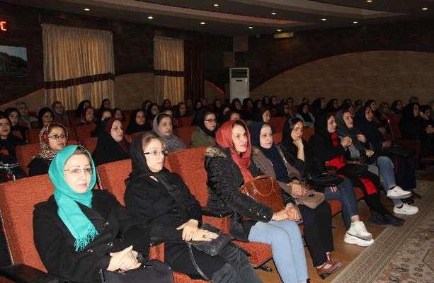 مراسم گرامیداشت روز حمل و نقل در سالن همایش شهرداری لاهیجان با حضور اعضای شورای شهر و شهردارلاهیجان برگزار شد