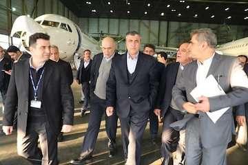 وزیر راه و شهرسازی از آشیانه شماره یک و دو ایران ایر بازدید کرد