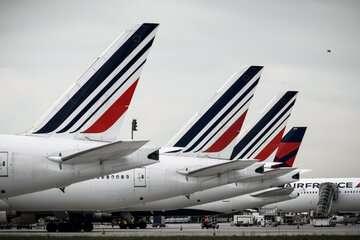 خلبانان و مهمانداران فرانسوی هم به اعتصابها میپیوندند