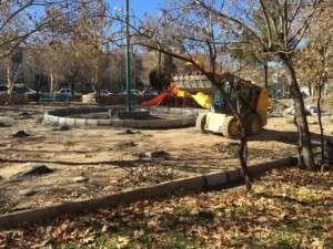 گزارش تصویری از روند عملیات زیرسازی و ساماندهی زمین بازی کودکان در بوستان باغ ملی توسط شهرداری تفرش