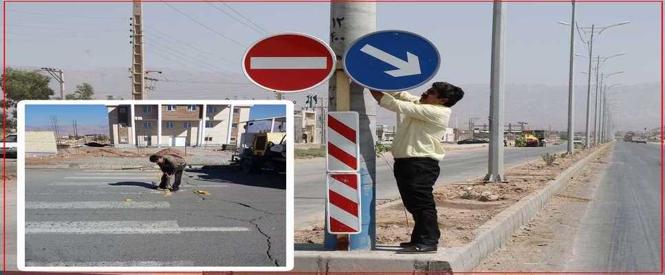 احمد قائم پناه رئیس سازمان حمل و نقل ترافیك شهرداری زرند از تصب علائم ترافیكی در سطح شهر زرند خبر داد.
