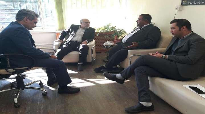 شهردار زرند از عقد  قرارداد جدید اسفالت معابر شهر زرند خبر داد .