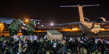 خوشآمدگویی برج مراقبت به هواپیمای حاج قاسم:«فرمانده شهید با پیکر ارباً اربا به آغوش رهبر خوش آمدی»
